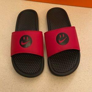 "Nike Benassi slides ""Have a Nike day"""
